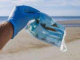 Miliarde de masti de unica folosinta sunt aruncate zilnic la gunoi.